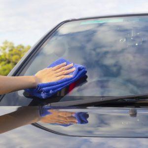 cleaning-windscreen